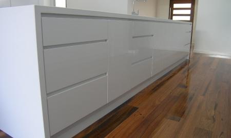 White-Kitchen-island-bench